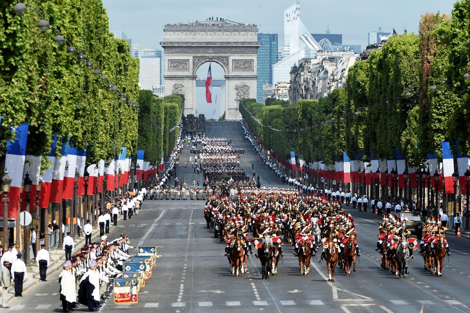 rencontre militaire 14 juillet Dans l'après-midi du 14 juillet 2012 pour les défilé militaire du 14 juillet de l'elysée le 14 juillet 2012, le temps d'une brève rencontre avec.